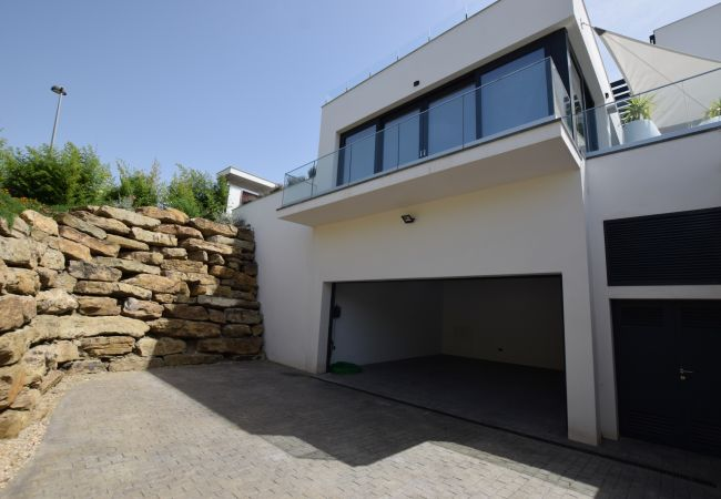 Essencia - Acceso garaje