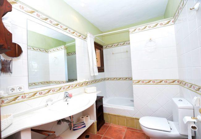 Casa Anselmo - Baño para dormitorio 1 y 2