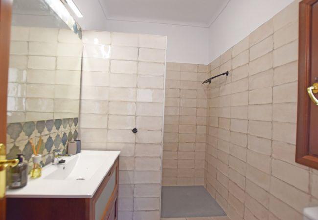La Fortuna - Baño dormitorio 1 (2) Apartamento