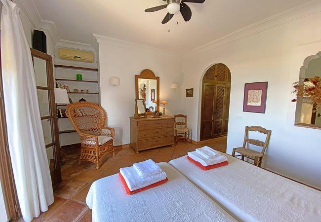 Al Amireh - Dormitorio Principal 1