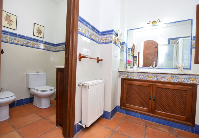 Al Amireh - Dormitorio Principal - baño en suite (2)
