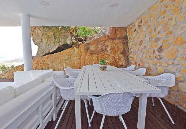Entre Rocas - Comedor Exterior en Porche