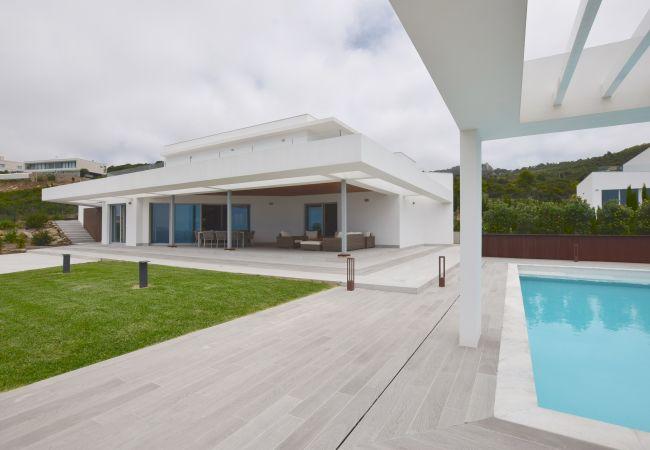 Villa Camarinal - Fachada Villa