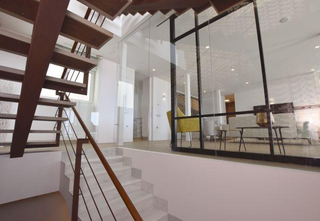 Villa Camarinal - Escalera desde sótano